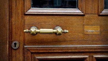porte en bois de style classique comme à Paris